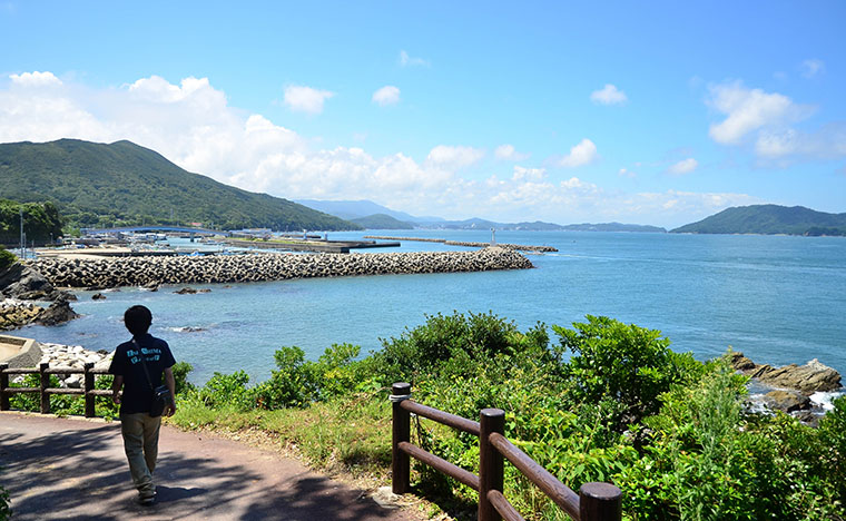 島を歩くと絶景が広がります