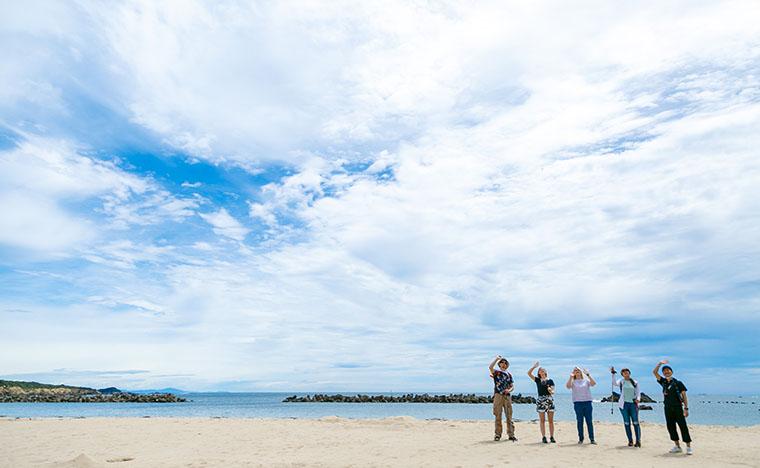 晴れると海と空と砂浜の色合いが素敵